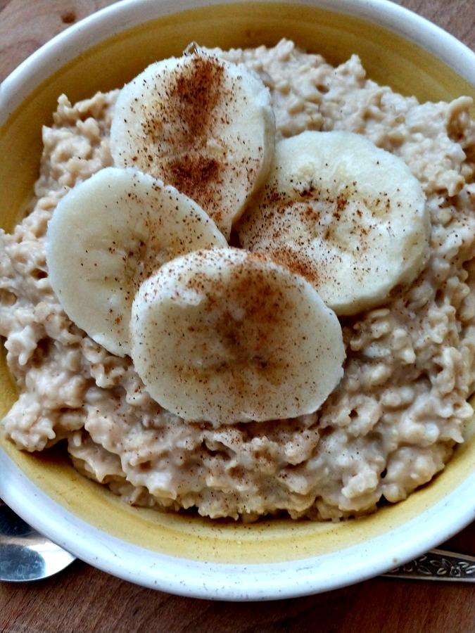 Slow Cooker Peanut Butter Banana Oatmeal